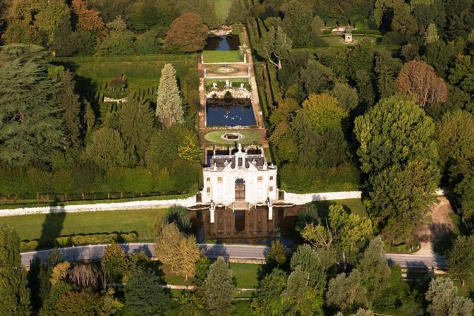 Capolavoro di natura e architettura tra i Colli Euganei in provincia di Padova