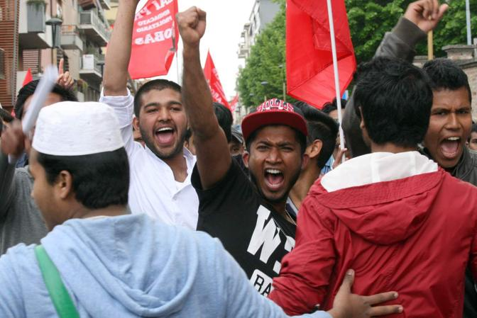 26/04/2015 Mestre - La comunità bengalese scende in piazza - Manifestazione antirazzista per le vie del centro