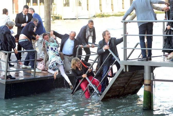 Gli ospiti in acqua (arde75)