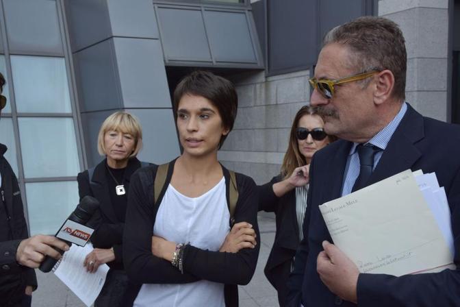 Laura Roveri con il suo avvocato