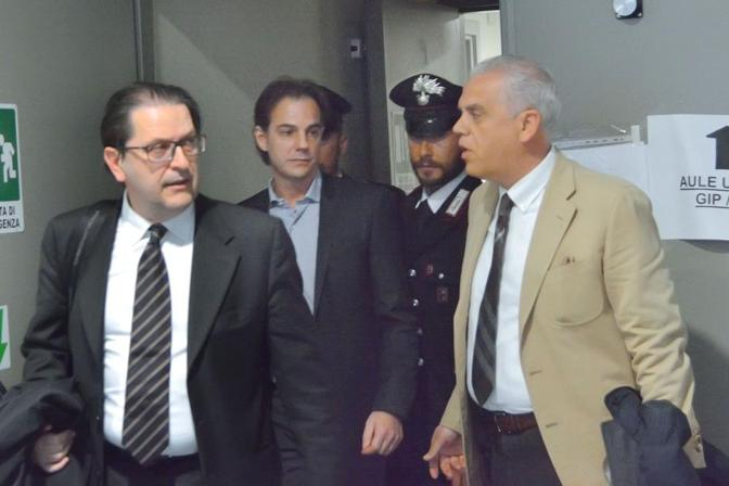 Enrico Sganzerla che tentò di uccidere Laura Roveri, con i suoi avvocati
