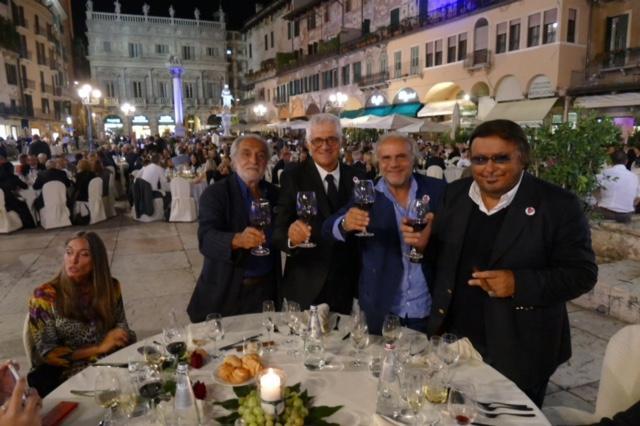 I Gatti di Vicolo Miracoli al completo. Da sinistra, Nini Salerno, Franco Oppini , Jerry Calà e Umberto Smaila