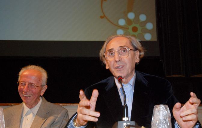 Giusto Pio e Franco Battiato in occasione del riconoscimento del Teatro Accademia di Castelfranco Veneto al compositore veneto nel 2009