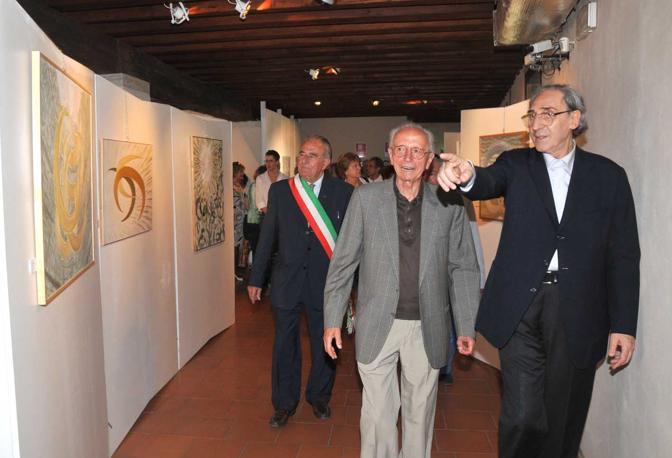 Giusto Pio e Franco Battiato all'inaugurazione di una mostra a Treviso nel 2010