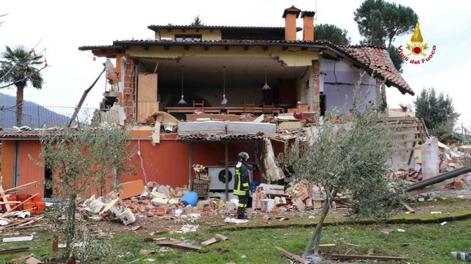 Fuga di gas esplode la villa corriere veneto for Piani di casa contemporanea in collina