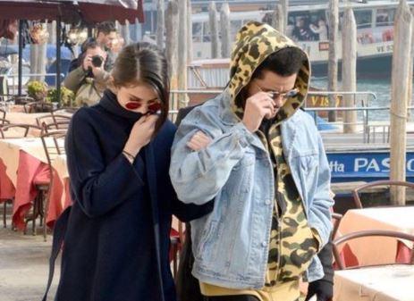 Selena Gomez con Abel Tesfaye a Venezia