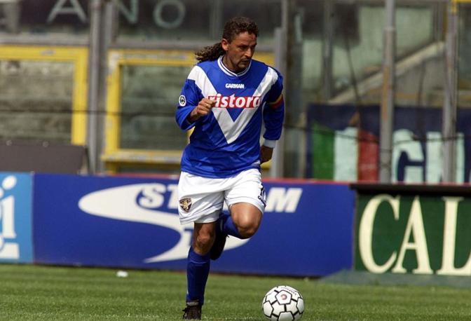 Roberto Baggio con la maglia del Brescia. Arrivò alle Rondinelle nel 2000 e ci restò fino a quando decise di appendere le scarpette al chiodo, al termine della stagione 2003/04