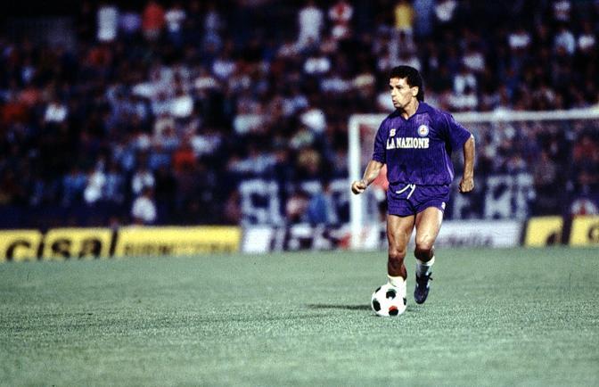 Roberto Baggio giocò con la Fiorentina  per cinque anni, dal 1985 al 1990. Fu proprio in Viola che debuttò in Serie A, il 21 settembre 1986 allo Stadio Comunale (oggi Stadio Artemio Franchi) contro la Sampdoria
