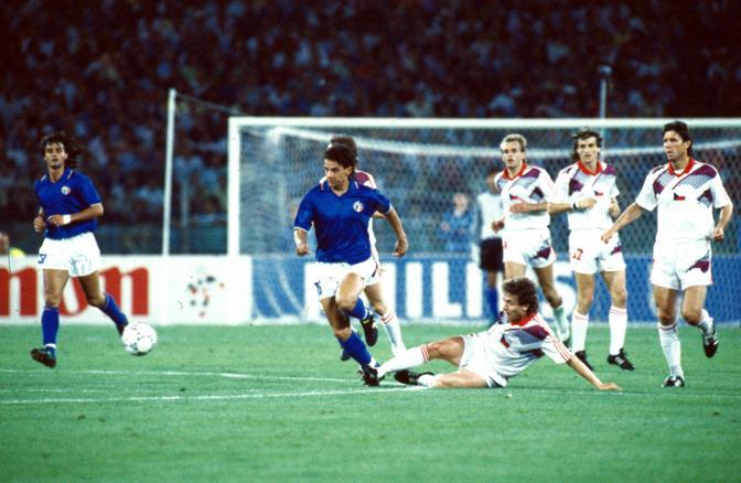 Baggio in azione contro la Cecosclovacchio durante Italia '90