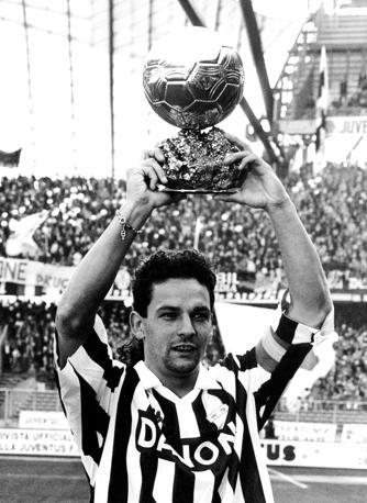 Roberto Baggio vinse il Pallone d'Oro nel  1993. Fu il terzo italiano a vincerlo, dopo Rivera (1969) e Paolo Rossi (1982). Nel 2006, invece, toccò a Fabio Cannavaro