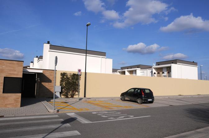 Muro al residence Borgo San Martino, Santa Bona
