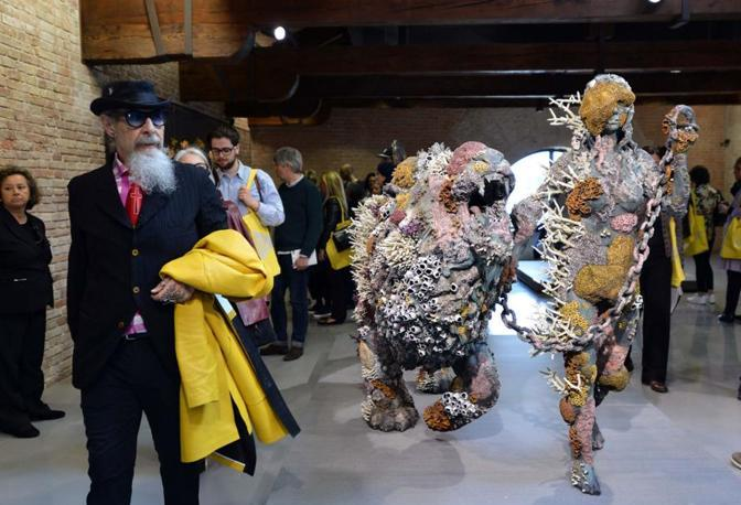 Roberto D'Agostino alla vernice della mostra di Damien Hirst a Venezia