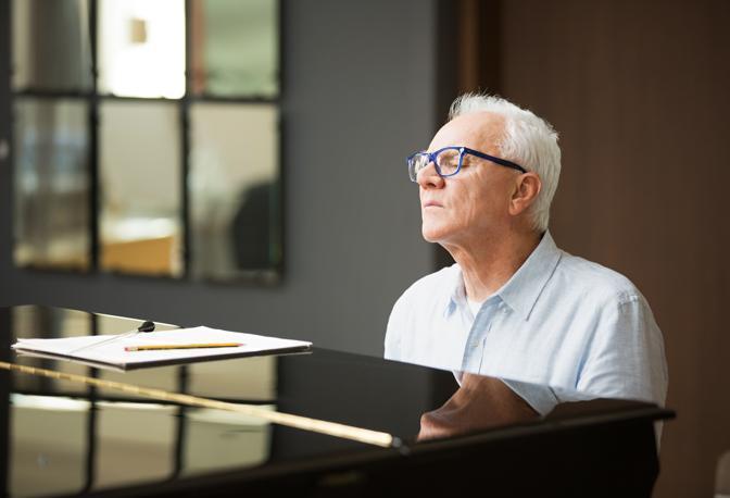 Nella nuova serie anche Malcom McDowell nel ruolo di Thomas Pembridge, ex direttore della Filarmonica di New York