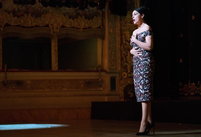 Monica Bellucci nel ruolo della soprano Alessandra