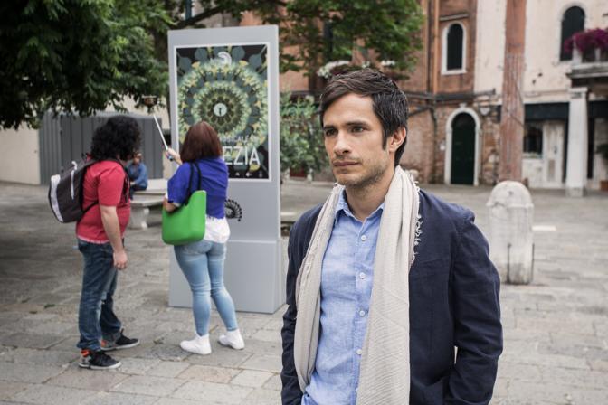 Gael García Bernal sul set a Venezia
