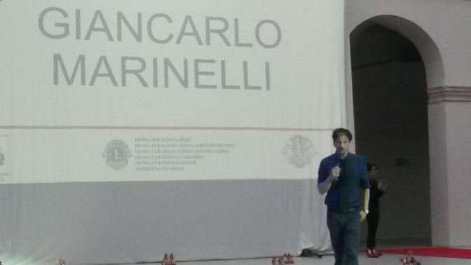 Sfilata Lions: la performance dello scrittore e regista Giancarlo Marinelli