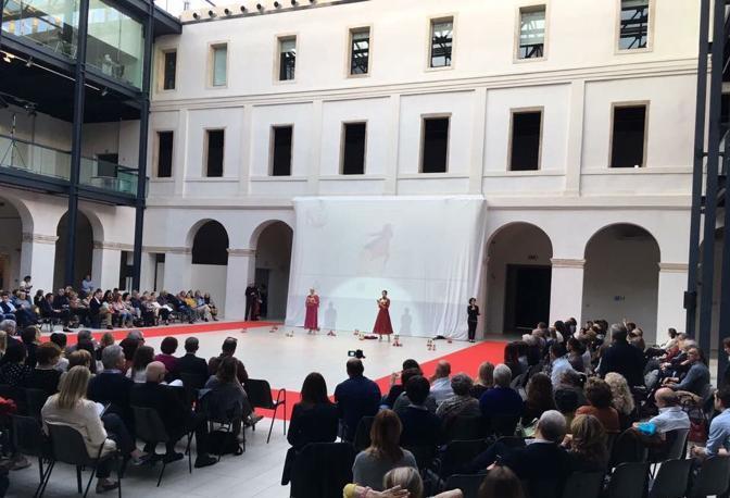Sfilata Lions folla al Centro Culturale San Gaetano