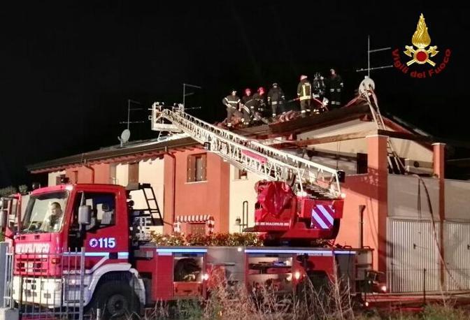 Fulmine a Ronco all'Adige (Verona), intervengono i vigili del fuoco