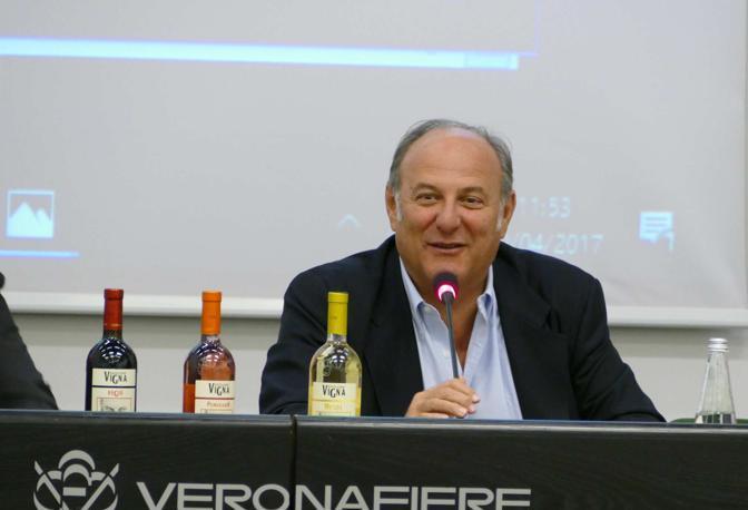 Jerry Scotti presenta il suo vino al Vinitaly 2017