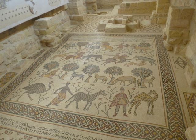 Il monte Nebo, retto da una comunità religiosa francescana. Un antichissimo mosaico venuto alla luce durante gli scavi