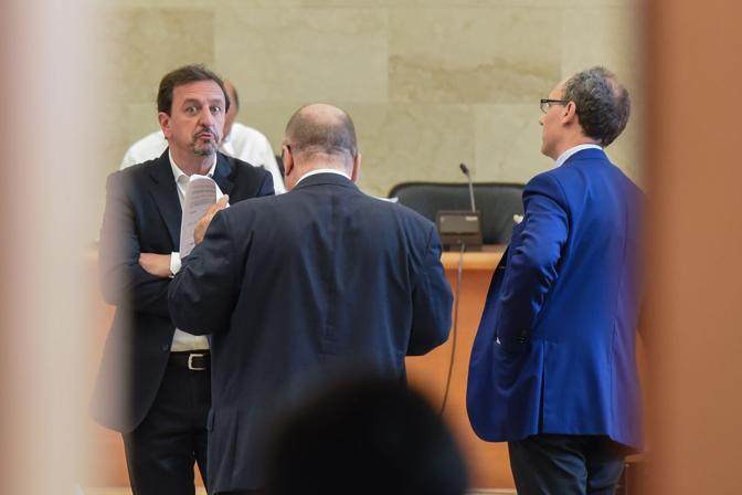 Il pm Falcone parla con Balduin e Malipiero