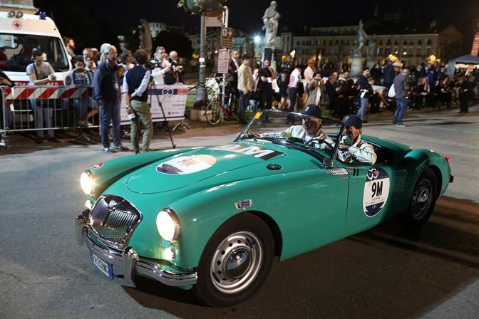 Mille Miglia a Padova, le auto in Prato della Valle