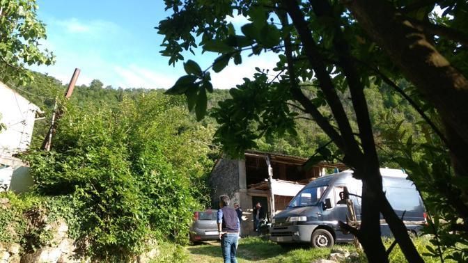 Il luogo del delitto, la casa della vittima Mauro Pretto e le indagini dei carabinieri