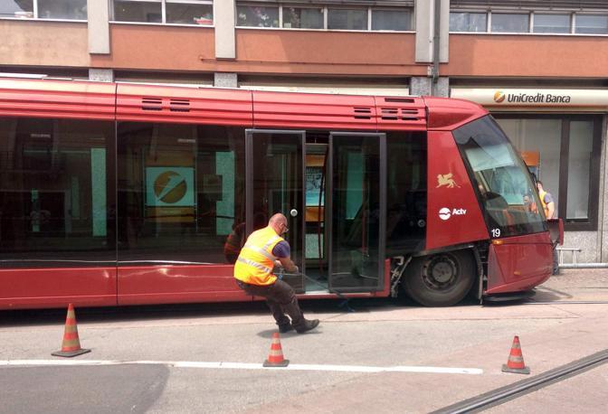 Mestre, via Colombo. Deraglia il tram