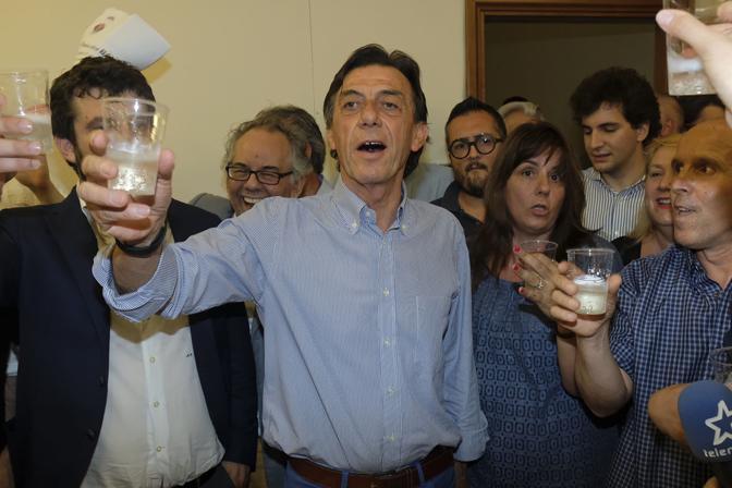 Padova, l'esultanza del sindaco eletto Sergio Giordani