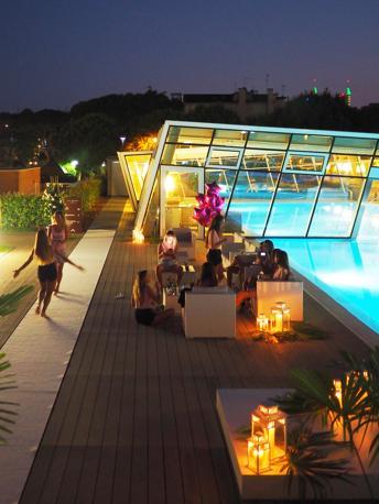 La festa in piscina