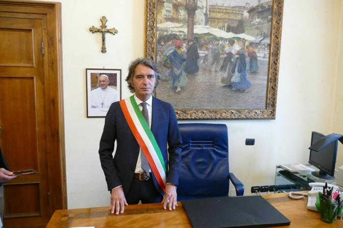 Il neosindaco Federico Sboarina in ufficio a Palazzo Barbieri
