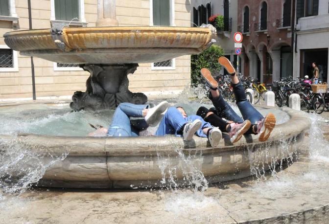 Treviso, ultimo giorno di scuola, la festa (Foto Balanza)