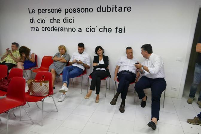 La notte elettorale di Patrizia Bisinella, in attesa dei risultati insieme a  Flavio Tosi (Sartori)