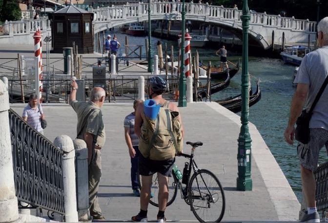 In bici a Venezia, dove circolare con le due ruote è proibito