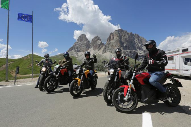 Passo Sella, chiusura infrasettimanale: si usano le moto elettriche