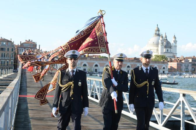 L'inaugurazione del ponte votivo