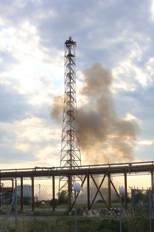 Venezia, la torre della chimica resta in piedi. Fallisce il tentativo di demolizione
