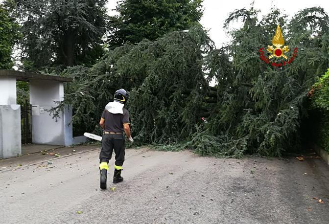 L'intervento dei vigili del fuoco a Caldogno