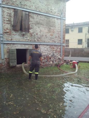 L'intervento dei vigili del fuoco a Nove, nel Vicentino