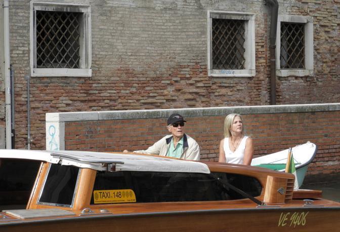 Venezia. Clint Eastwood arrivato a Venezia studiare le location per il suo prossimo film ambientato nei canali di Venezia (Claudia Manzo/Vision)