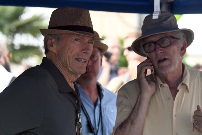 Il regista Clint Estwood gira una scena in Ferrovia del suo ultimo del suo film The 15 17 to Paris (Andrea Pattaro/Vision)