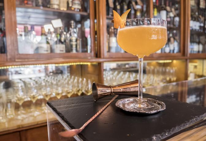 Scarlet, il cocktail creato nell'Antico Caffè Torinese di Trieste da Matteo Pizzolini