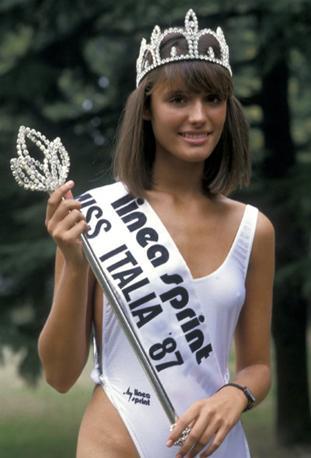 Michela Rocco di Torre Padula ha sempre vissuto a Verona. Ha vinto il concorso di Miss Italia nel 1987  (nella foto) dopo l'esclusione di Mirca Viola, che fu squalificata perché sposata e madre di un bambino. Nel 2002 ha sposato  il giornalista televisivo Enrico Mentana, con il quale ha avuto due figli Giulio e Vittoria. Nel 2013 i due si sono separati