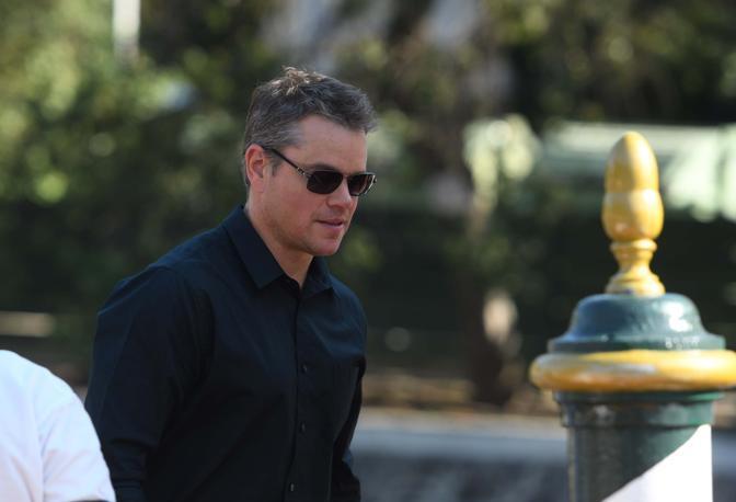 Rimpicciolirsi per risolvere i problemi del mondo. Pare facile, ma quando Matt Damon, protagonista del film di apertura della Mostra del Cinema di Venezia, decide con la moglie di fare il passo più grande della sua vita per diventare alto 12 centimetri, la vita di questo americano medio rischia di infrangersi di fronte a egoismo e individualismo che non mollano l'uomo nemmeno quando cambia dimensione