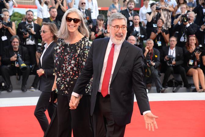 Mostra del Cinema, la cerimonia di apertura. John Landis sul red carpet