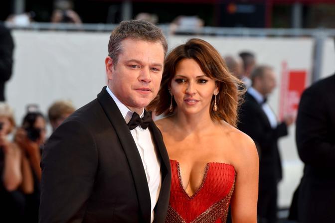 Mostra del Cinema, la cerimonia di apertura. Matt Damon con la moglie