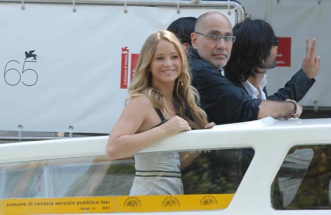 Jennifer Lawrence al suo arrivo a Venezia 65