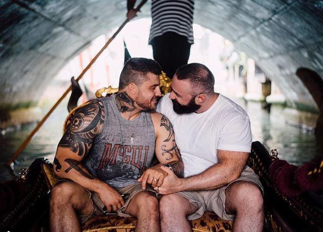 Il bodybuilder tedesco Patrick Huber ha scelto Venezia per chiedere la mano al fidanzato, l'ex tuffatore olimpico svedese Johan Jimmy Sjödin. Hanno raggiunto il Veneto in auto e acquistato un giro in gondola, prenotando anche un servizio fotografico postato sui social network